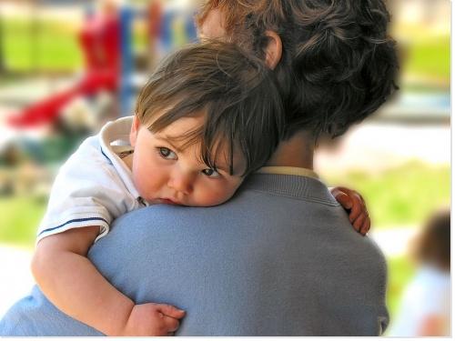 Faut-il utiliser des huiles essentielles lorsque bébé tousse ?